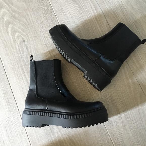 Platform minimal Chelsea boots